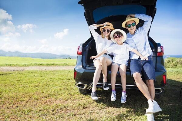 車で家族団らん